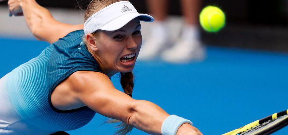 Caroline Wozniacki streckte sich vergeblich. Die Dänin scheiterte in drei Sätzen an Maria Scharapowa.