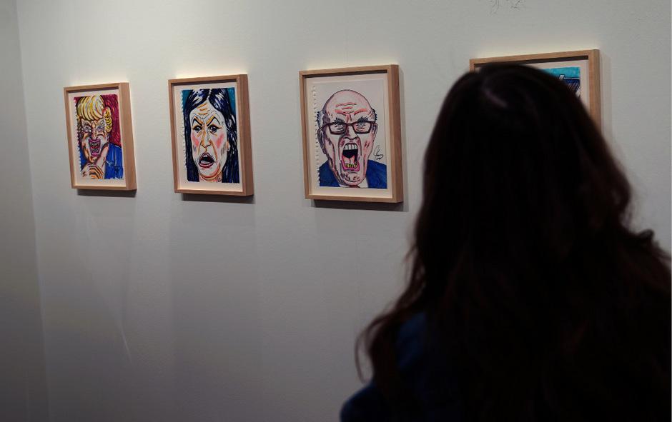 In der New Yorker Ausstellung präsentiert Jim Carrey seine politischen Cartoons. Auch Donald Trump (l.) ist dabei.