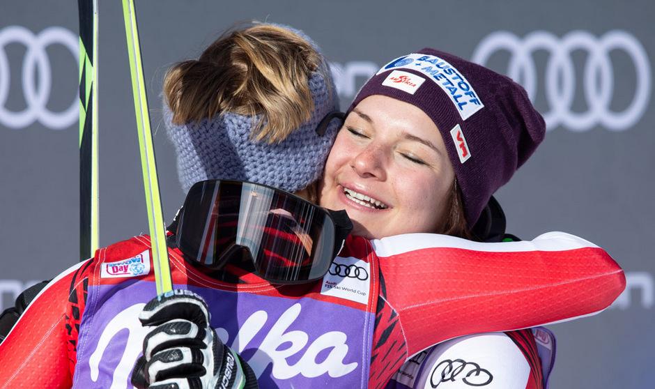 Steirisches Erfolgs-Duo: Ramona Siebenhofer und Nicole Schmidhofer lagen sich in den Armen.