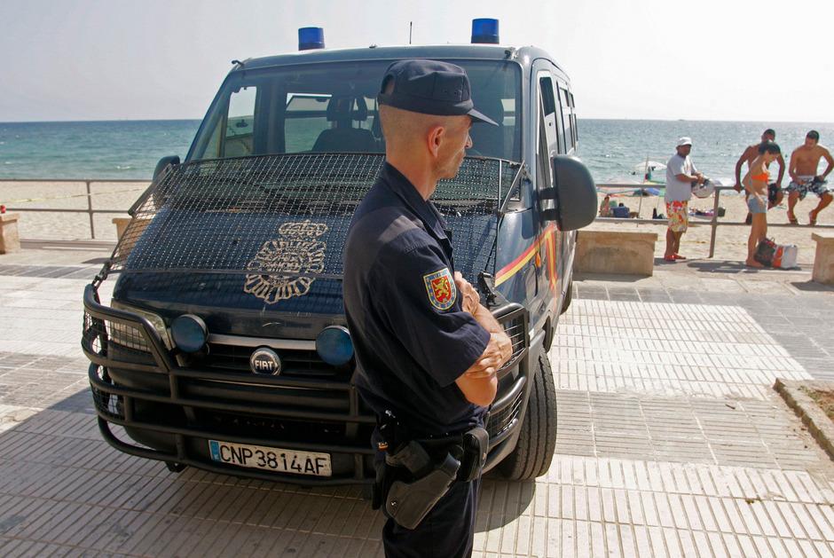 Ein Polizist auf Mallorca (Archivbild).
