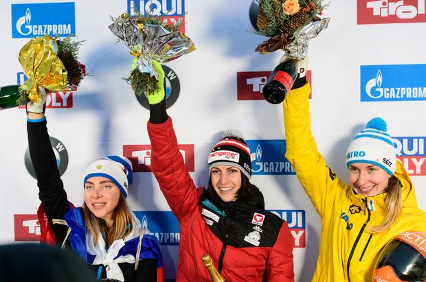 Janine Flock siegte vor der Russin Elena Nikitina (links) und der Deutschen Jacqueline Lölling (rechts).