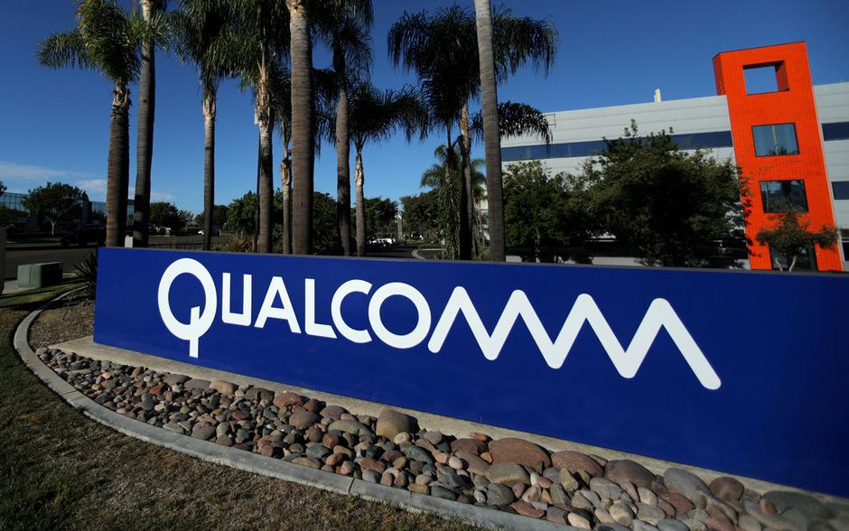 Qualcomm produziert Funkchips, die in vielen Telefonen für die Verbindung sorgen, sowie auch die Haupt-Prozessoren diverser Smartphones mit dem Google-Betriebssystem Android.