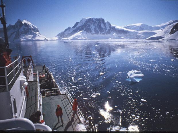 Inzwischen besuchen mehr als 35.000 Touristen jährlich die Antarktis.