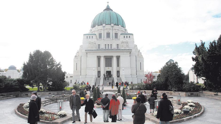 Die Karl-Borromäus-Kirche im Jugendstil von Architekt Max Hegele steht unter Denkmalschutz.