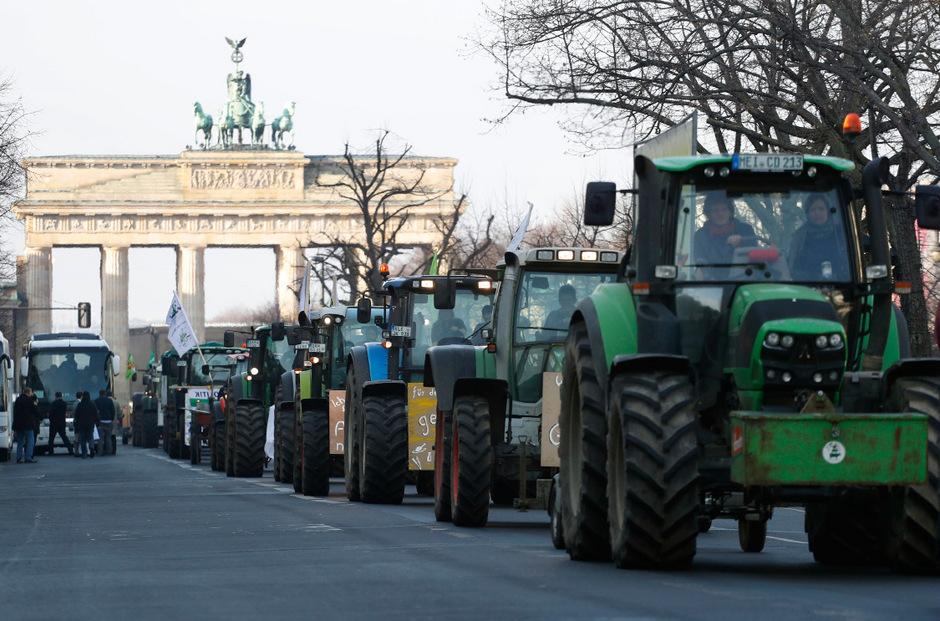 Auf drei Routen waren Landwirte von Brandenburg aus in die Stadt gefahren.