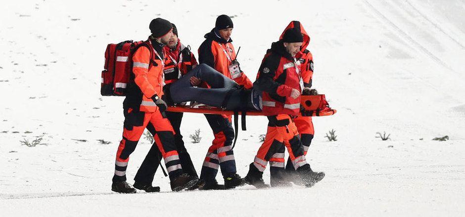 Der Deutsche David Siegel musste mit dem Verdacht auf eine schwere Knieverletzung abtransportiert werden.