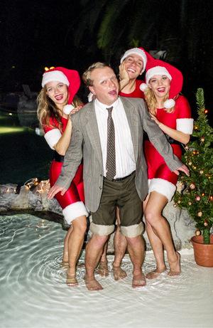 """Mit den """"Kranken Schwestern"""" erlebt er einen weihnachtlich flotten """"4er""""."""