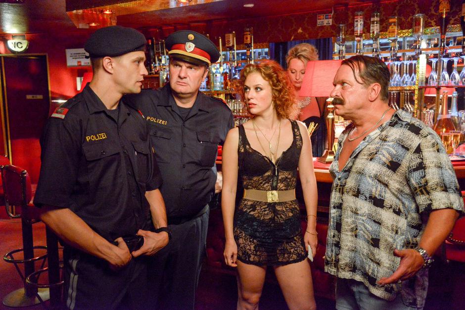 """In Serien wie """"CopStories"""" im Wiener Viertel Ottakring sorgt Nowak für Trubel."""