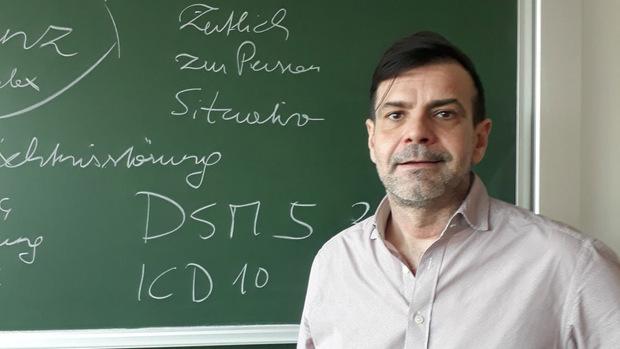 Markus Moosbrugger unterrichtet u.a. am AZW und ist Pflegedienstleiter der Wohn- und Pflegeheime der Stadt Hall.