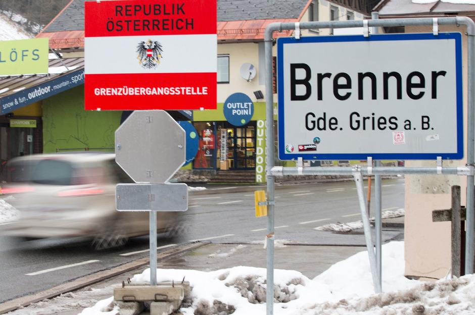 Die Zahl der Asylwerber in Österreich ist von 88.340 im Jahr 2015 auf 12.529 letztes Jahr gesunken.