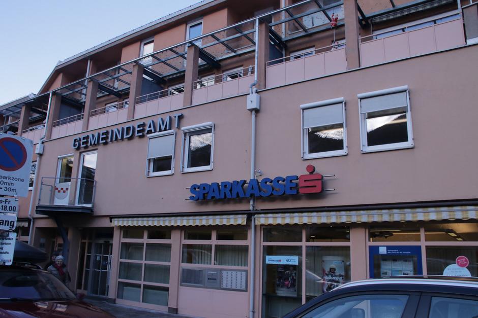 Die Gemeinde Silz übernimmt nicht nur den Standort der Tiroler Sparkasse im Erdgeschoß des Gemeindehauses, sondern auch die Postpartnerschaft, die hier eine neue Heimat finden soll.