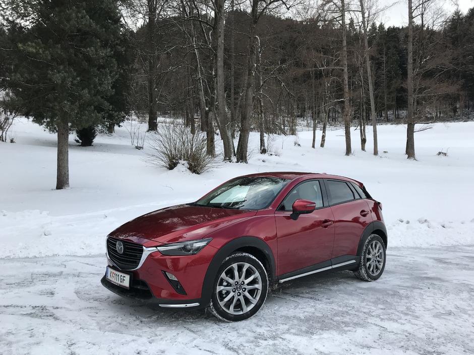 """Schönstes Mini-SUV im Lande: Die preisgekrönte Mazda-Designlinie """"Kodo – Soul of Motion kleidet den CX-3 in formvollendete Linien."""