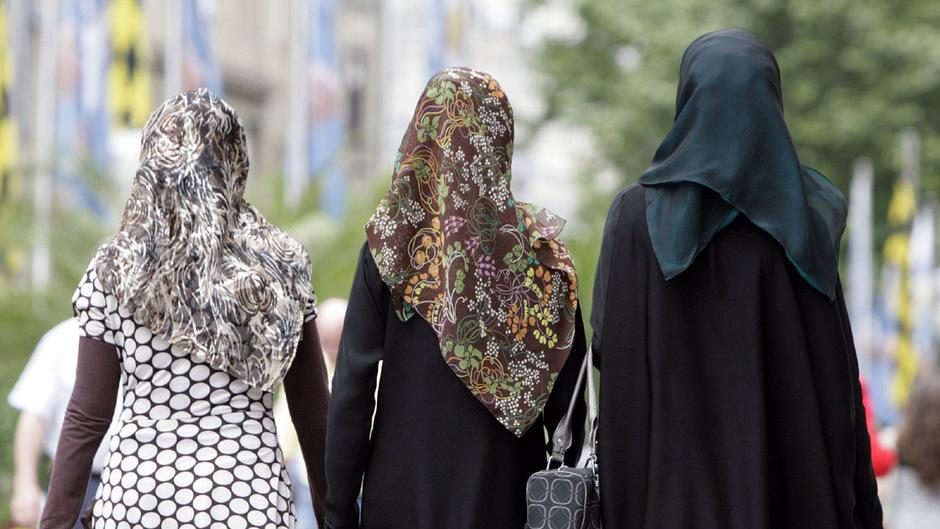 Hetze gegen Muslime habe das Zentrum der Politik erreicht, sagt SOS-Mitmensch-Sprecher Pollak.