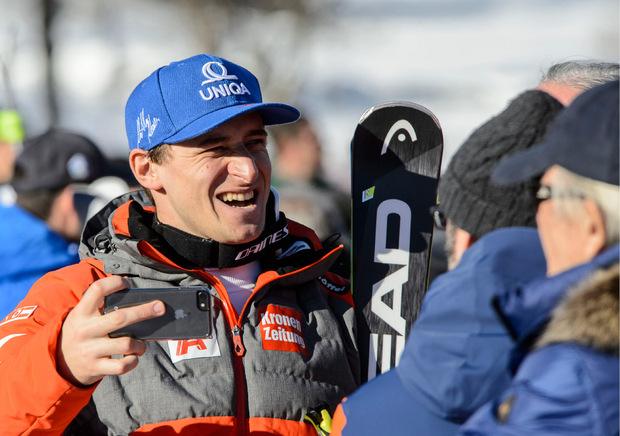 Matthias Mayer fuhr trotz Hüftproblemen nach seinem Sturz in Wengen zur ersten Bestzeit in Kitz.