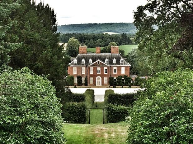 Der Park und das Gebäude der Barnes bilden die idyllische Umgebung für den Weinanbau.