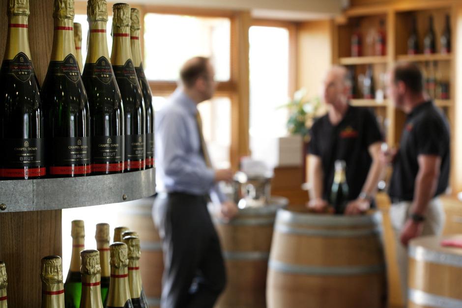Eine Weinverkostung fast wie in Frankreich, hier aber im englischen Kent.