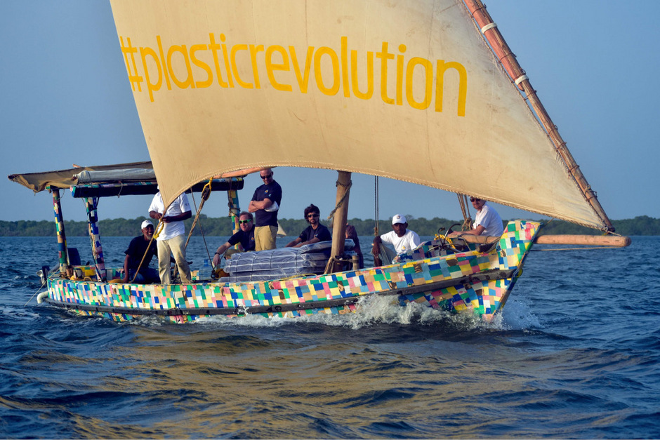 Projektleiter Dipesh Pabari will mit dem Segelboot das Bewusstsein für die Gefahren von Plastikmüll und den Nutzen des Recyclings wecken.