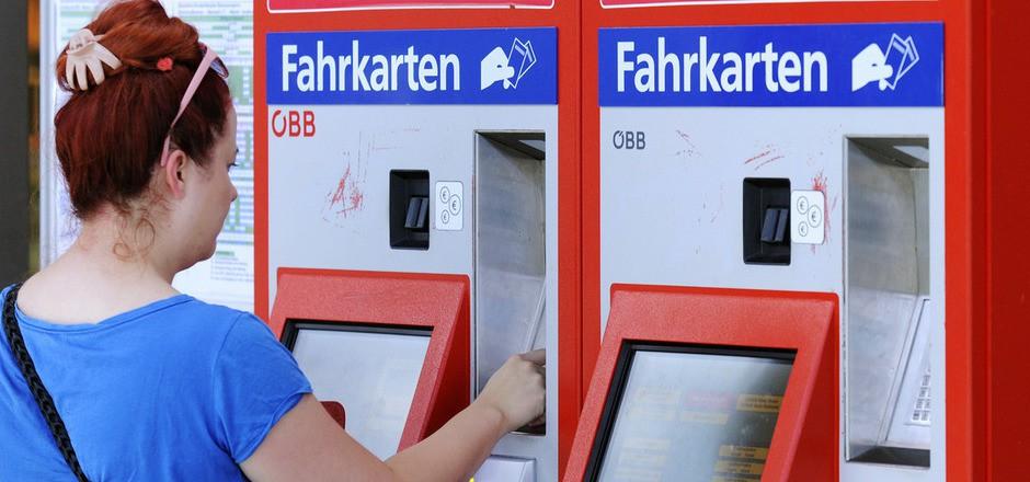 Fahrkartenautomaten, wie hier für die ÖBB, sind praktisch, die DB hat aber ihren Automaten wegen zu geringer Nachfrage abmontiert.
