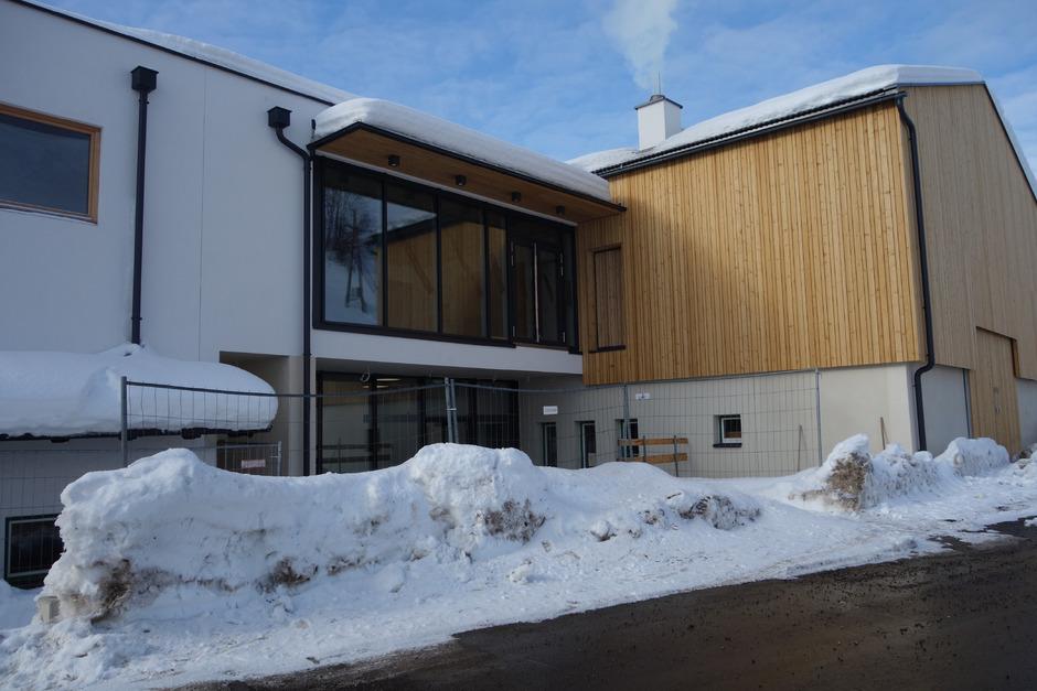 Baustelle Vereinszentrum (Bild): Derzeit deutet alles auf einen vorübergehenden Baustopp hin. Somit ist auch offen, wann der – damit zusammenhängende – Umbau des Feuerwehrhauses starten kann.