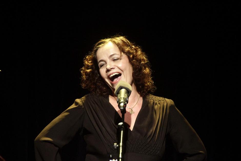 Judith Keller singt von den großen Themen im Leben: von hingebungsvoller Liebe, dem Schmerz des Verlassenwerdens und von der Sehnsucht nach Freiheit.
