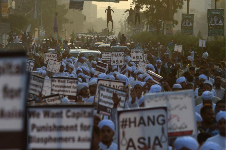 Islamisten demonstrierten gegen die Freilassung der Christin Asia Bibi.