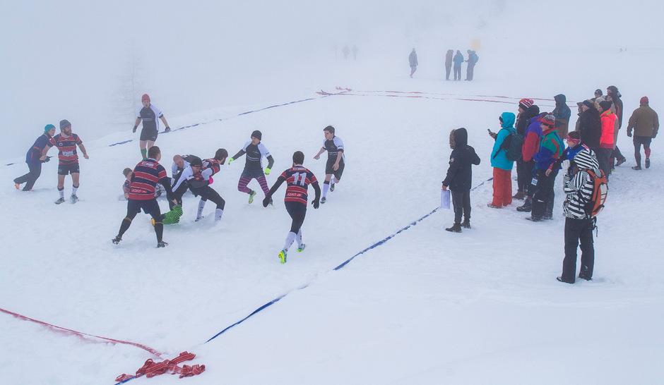 Nur die Harten kommen aufs Podest: Im dichten Schneetreiben wurde um jeden Zentimeter gekämpft.