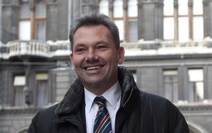 Die Nominierung des nicht amtsführenden Wiener FPÖ-Stadtrats Eduard Schock sorgt für Kritik.