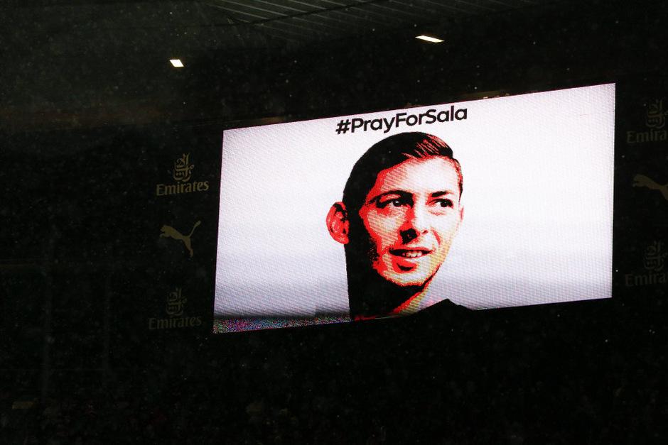 Beim Premier-League-Match zwischen Cardiff City und Arsenal wurde Emiliano Sala mit einer Schweigeminute gedacht.