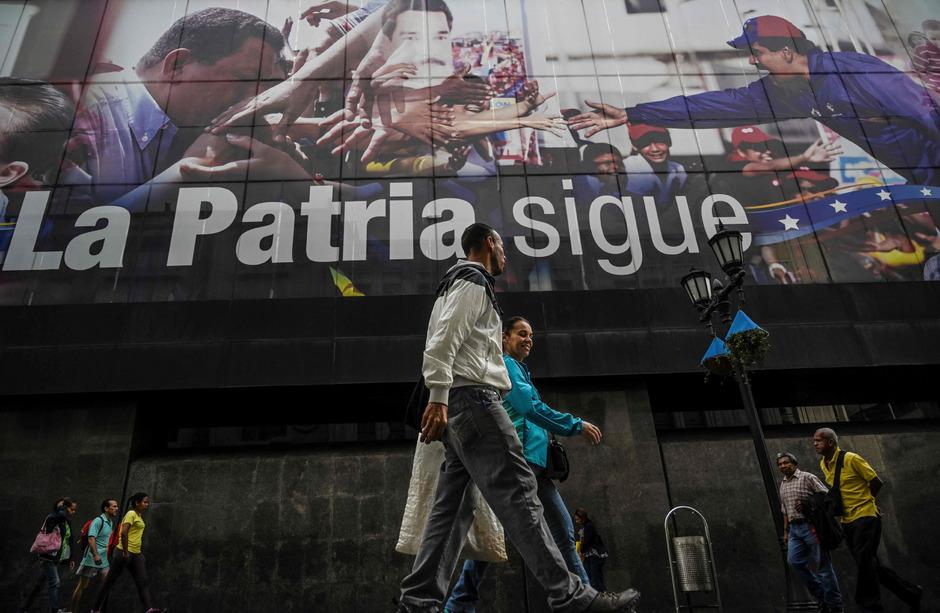 Zu begrenzten Zugeständnissen zeigte sich Maduro bereit: Er bot der Opposition Gespräche und vorgezogene Parlamentswahlen an.