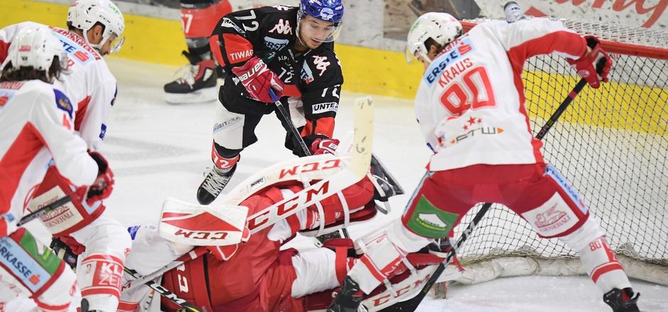 Hinein ins Getümmel – vielleicht kann Teamspieler Daniel Wachter heute das KAC-Bollwerk um Goalie Lars Haugen überwinden.