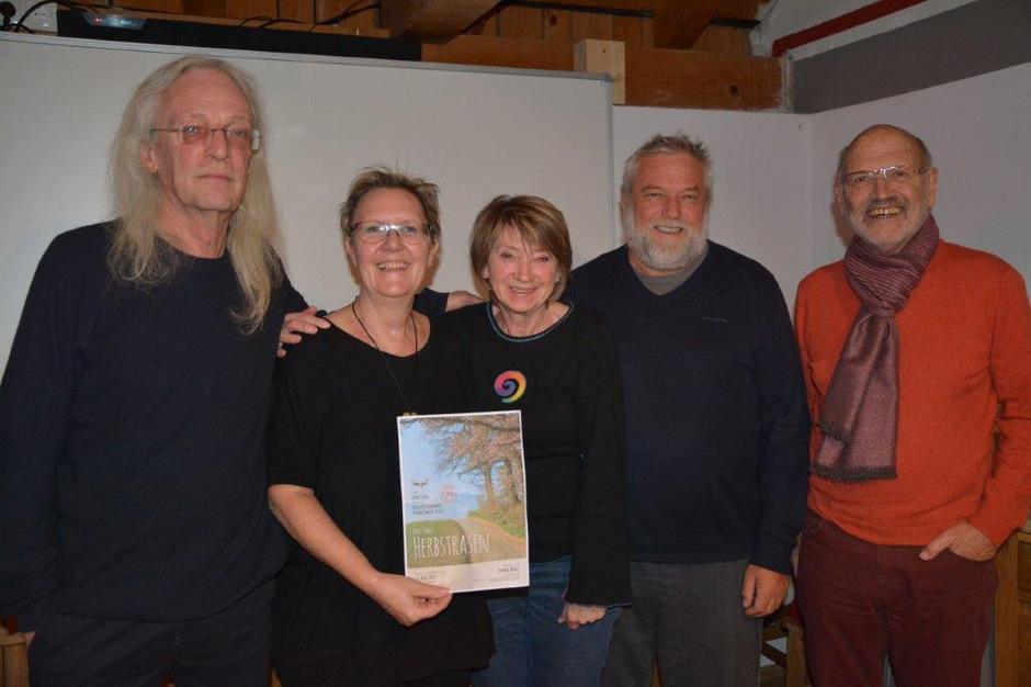 Der Vorstand freut sich auf drei Produktionen: (v.l.) Michael Zangerl, Renate Reisigl, Irene Turin, Helmar Reisigl und Ulf Ederer.