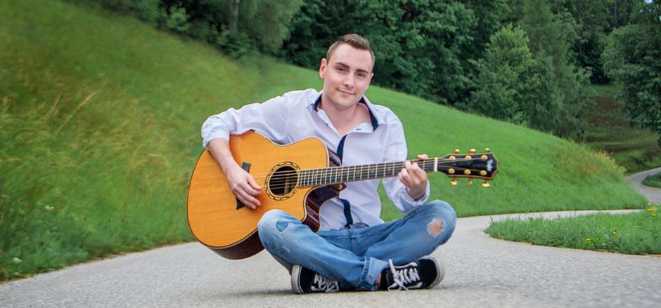 """Das Debütalbum """"Mein Weg"""" des jungen Tirolers Sebastian Krieger sorgt für enormes Echo bei Fans und Medien."""