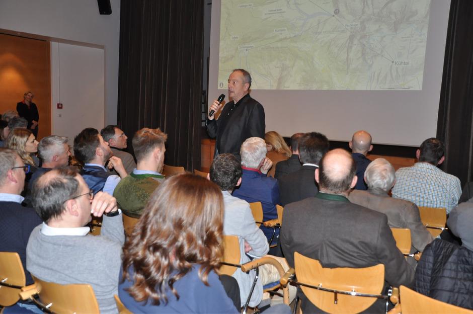 """Positiv äußerte sich auch Altbürgermeister Joachim """"Jochl"""" Grießer zum Projekt."""