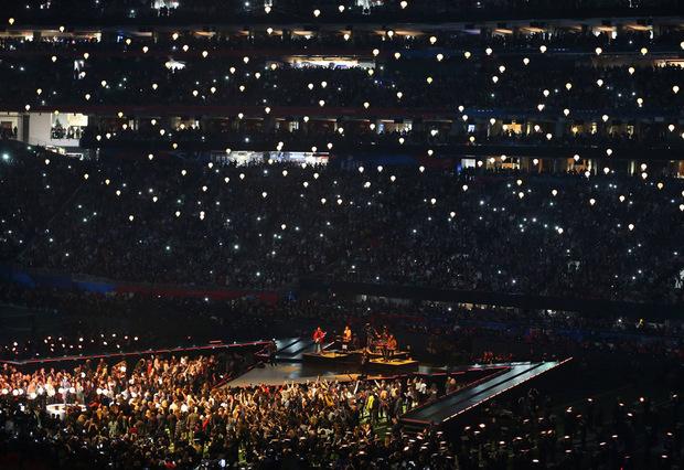 Der Super Bowl wurde im Mercedes Benz Stadium in Atlanta ausgespielt. 70.000 Fans feierter in der Arena mit.