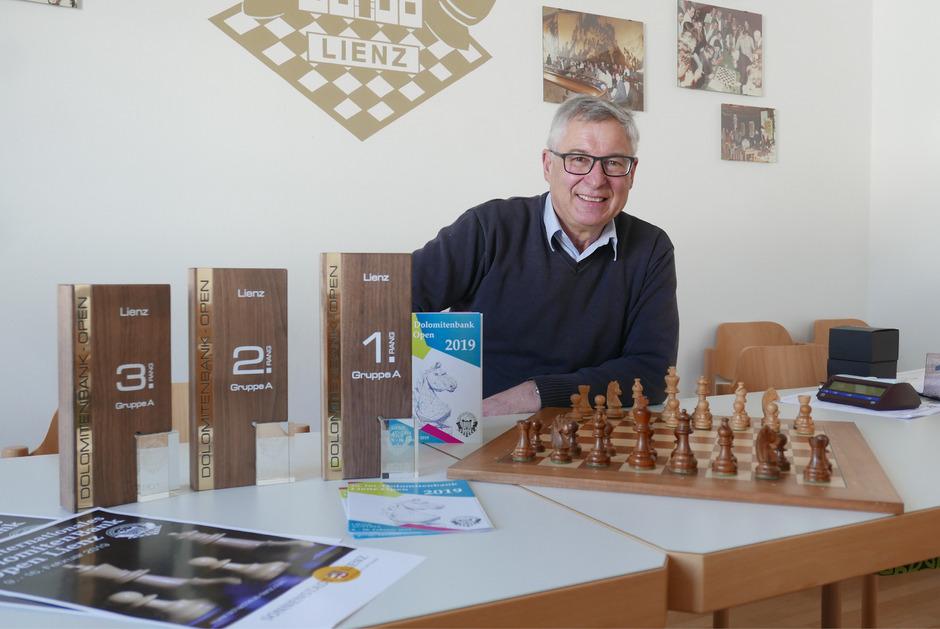 Schachklub-Lienz-Obmann Georg Weiler rechnet mit 200 Teilnehmern aus über 20 Ländern, die sich in Lienz messen.