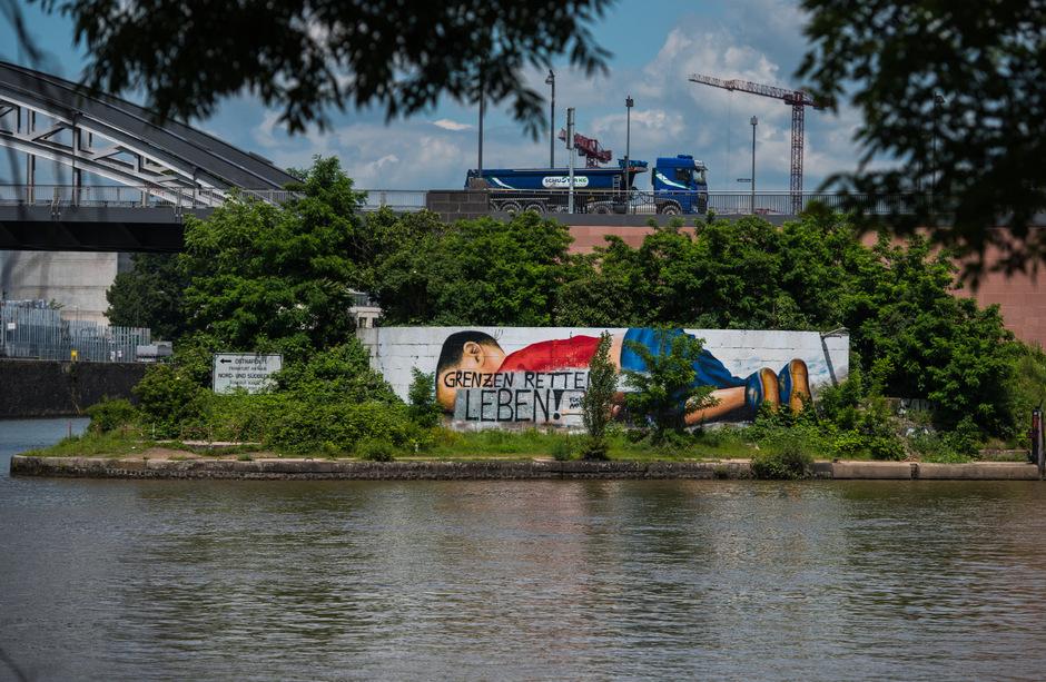 Ein Graffiti in Frankfurt am Main erinnert an den 2015 verstorbenen Buben.