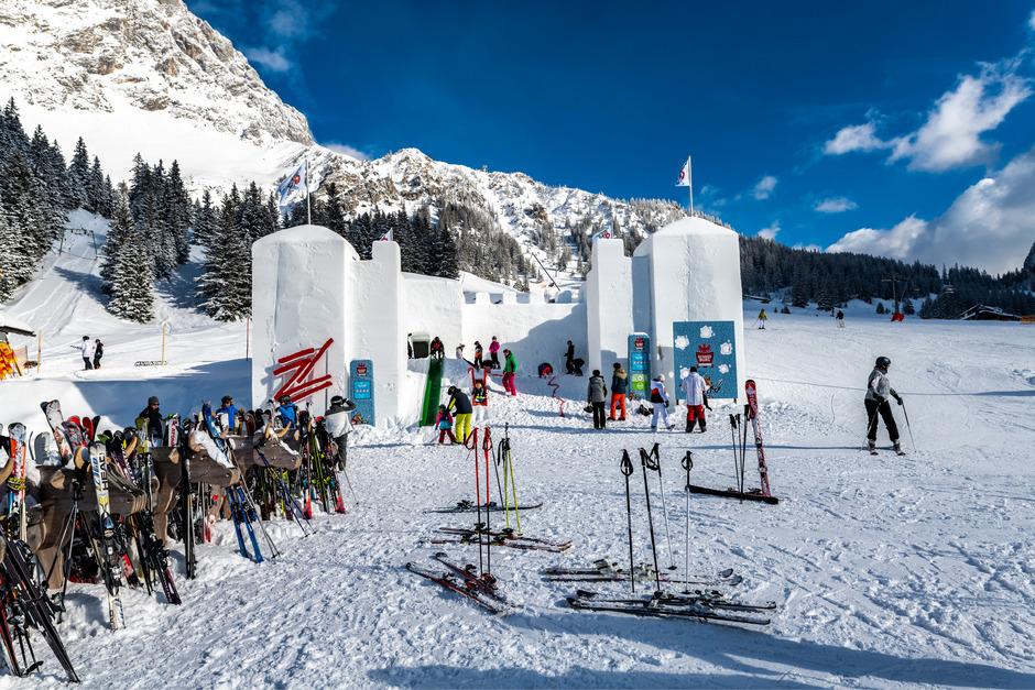 Mit der Riesenschneeburg wurde auf der Ehrwalder Alm ein Abenteuerspielplatz der ganz besonderen Art geschaffen.