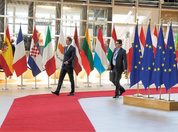 ... und auf der internationalen Bühne Etienne Berchtold der Schattenmann von Regierungschef Sebastian Kurz.