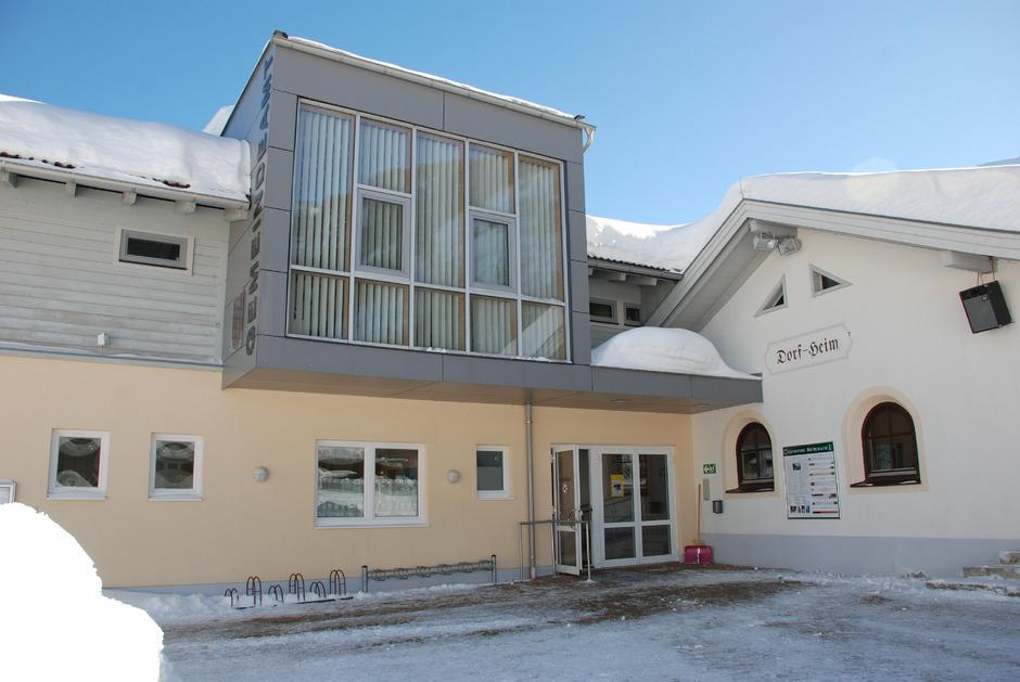 Gemeindeamt, Dorfheim, Kindergarten, Schule – alles vereint.