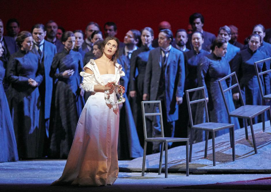 """Olga Peretyatko als """"Lucia"""" während einer Fotoprobe von """"Lucia di Lammermoor""""."""