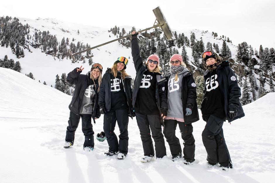Die Diamond Girls Crew betreut vier Parks für Anfänger und fortgeschrittene Freestyler in Obergurgl.