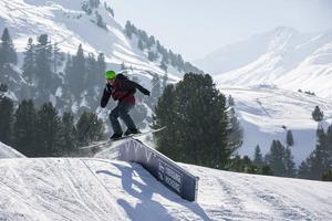 Gleich vier Anlagen verlocken Skifahrer, über Schanzen zu springen, auf Relings zu rutschen oder durch Tunnel zu fahren.