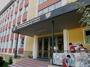Das 1956 eröffnete Gymnasium Landeck hat sich in der Ära Röck mit den Schwerpunkten e-Learning und Bildnerisches Gestalten profiliert.