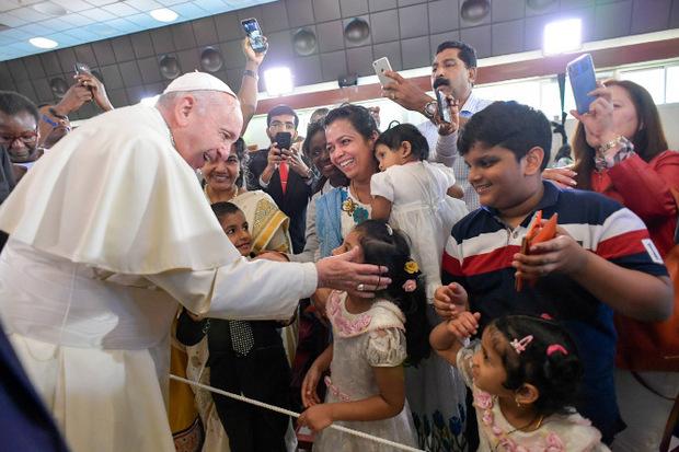 Papst Franziskus bei seinem Besuch der St. Joseph Kathedrale in Abu Dhabi.