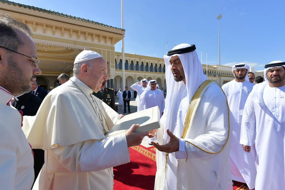 Das Kirchenoberhaupt und Großimam Sheik Ahmad el-Tayeb unterzeichneten am Montag eine gemeinsame Erklärung für Frieden und Geschwisterlichkeit.