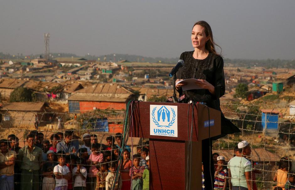Schauspielerin Angelina Jolie war als Sonderbotschafterin des UN-Flüchtlingshilfswerks UNHCR nach Bangladesch gereist und hatte die Rohingya-Flüchtlingslager besucht.