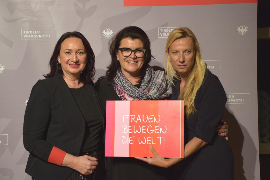 Demonstrieren Frauenpower: VP-Bezirksvorsitzende Barbara Trenkwalder, NR Liesi Pfurtscheller und Ministerin Juliane Bogner-Strauß (v.l.).