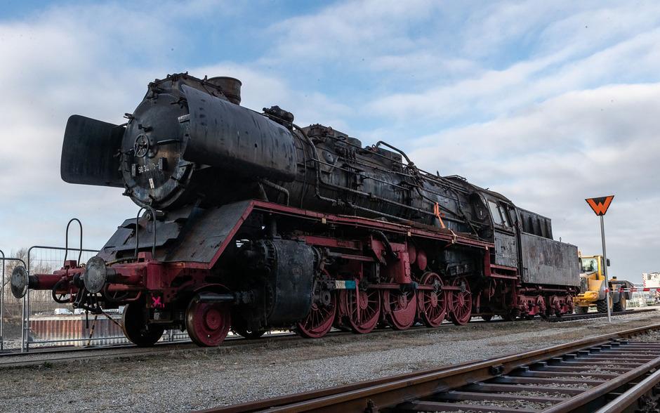 Das 103 Tonnen schwere Gefährt stand bis vor kurzem im Eisenbahnmuseum Schwechat und hat nun seine Reise nach Sofia angetreten.