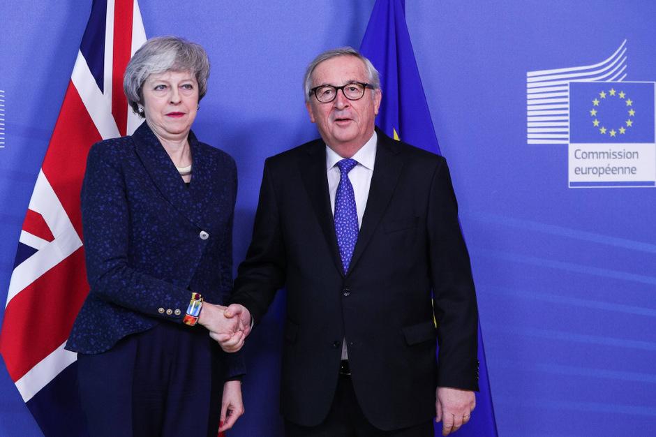 Die britische Premierministerin Theresa May und EU-Kommissionspräsident Jean-Claude Juncker.
