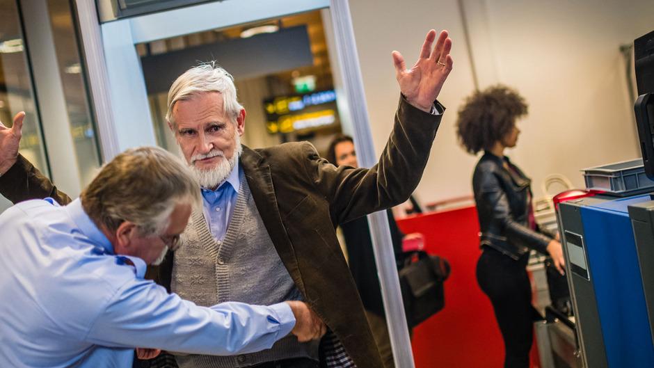 Konkrete Pläne für Sicherheitsschleusen wie auf Flughäfen oder bei Gerichten gibt es im Land Tirol vorerst nicht. Die Stadt Innsbruck plant hingegen für das Sozial- und Jugendamt eine Schleuse mit Wachdienst.